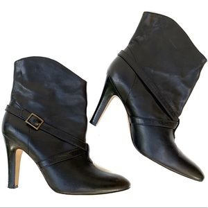 Delman Sz 7 Black Leather Pull On Ankle Heel Boots